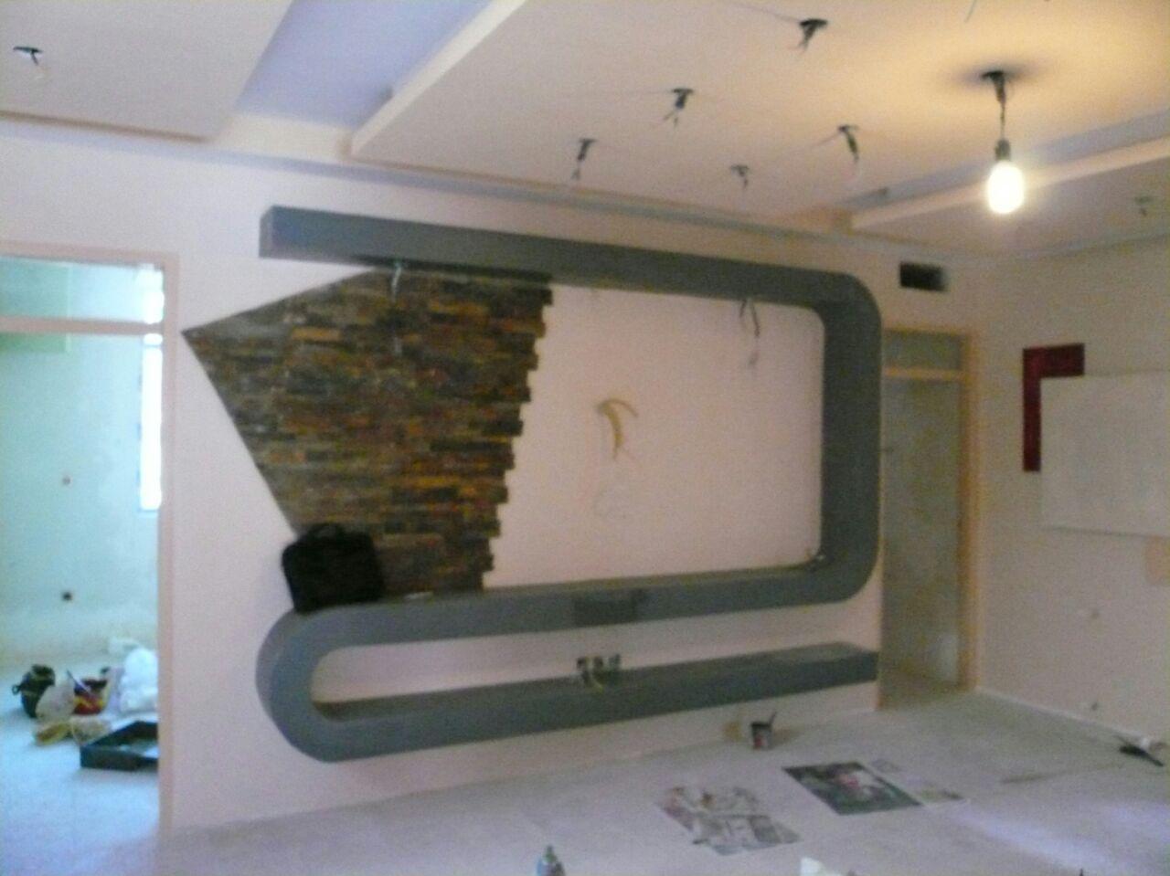 نمونه کار دیوار پشت ال سی دی با کناف و سنگ آنتیک