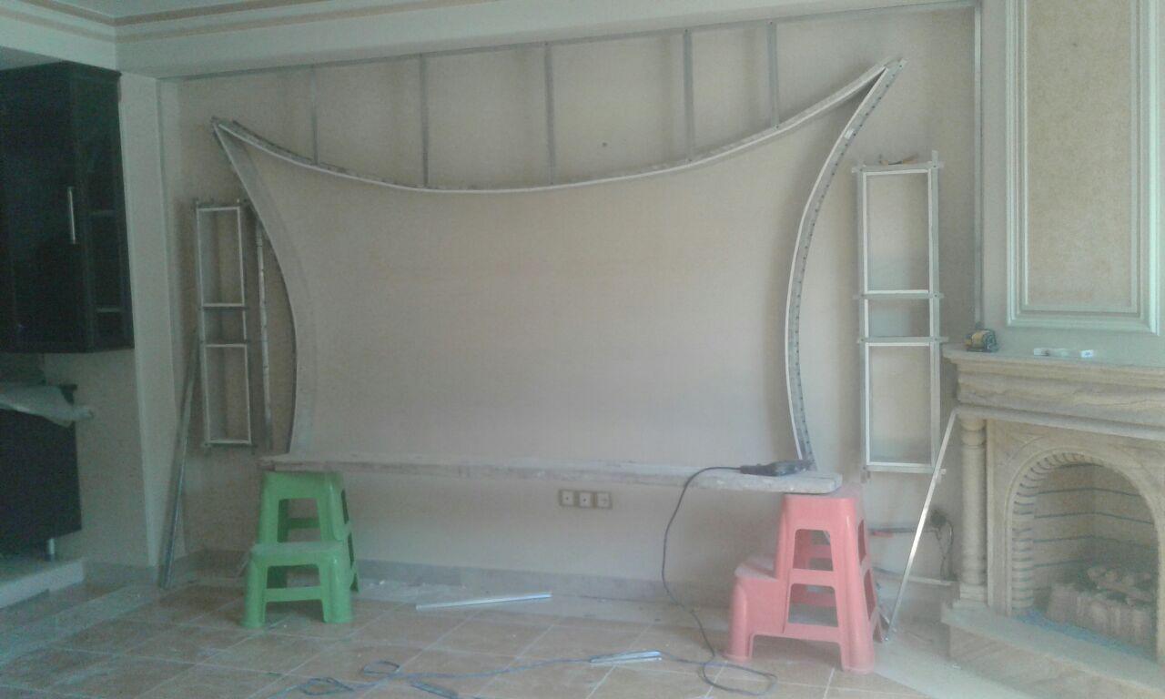 نمونه کار تکمیل نشده دیوار پشت ال سی دی