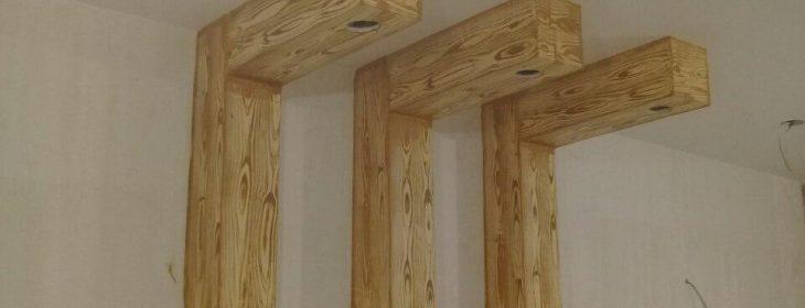 اجرای دکوراسیون طرح چوب با کناف بر روی دیوار و سقف